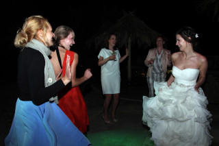 Aksana-Alexei-wedding-in-naxos-13